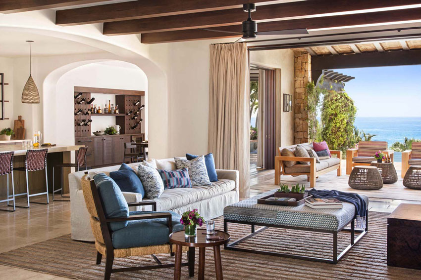Средиземноморский стиль в интерьере гостиной загородного дома